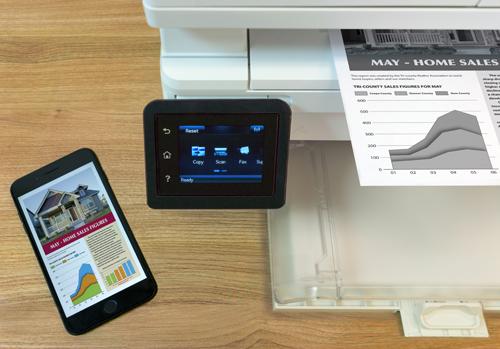 HP LaserJet Pro M102w và dòng HP LaserJet Pro MFP M130fn - M130fw đều là cho phép người dùng in trực tiếp từ smartphone và máy tính bảng thông qua ứng dụng Apple AirPrint, HP ePrint, Google Cloud Print 2.0, hay qua tính năng Wi-Fi Direct của máy in.