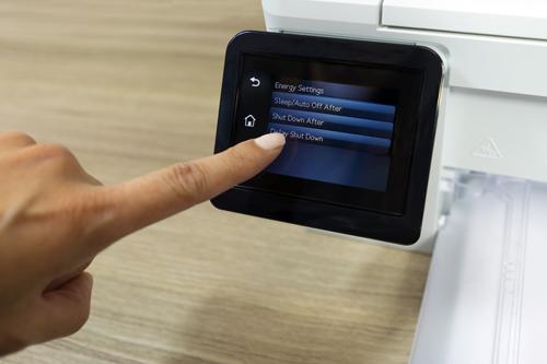 Bên cạnh đó, dòng máy in HP LaserJet Pro MFP M130 tích hợp đầy đủ các chức năng cần thiết cho một văn phòng, bao gồm in, scan, photocopy, fax. Tất cả các tác vụ có thể thực hiện dễ dàng trên bảng điều khiển ngay tại máy, giúp người dùng tiết kiệm thời gian và nâng cao hiệu suất cho công việc của mình.