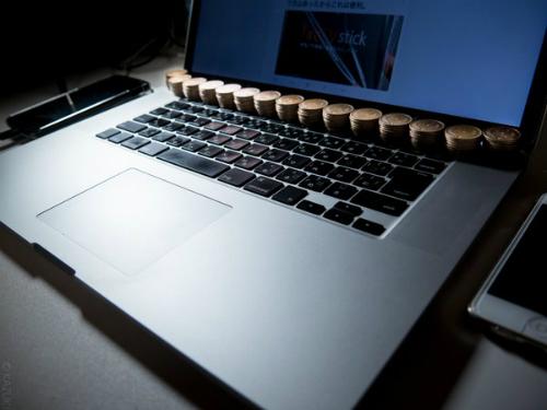 nguoi-nhat-lam-mat-laptop-bang-tien-xu-2