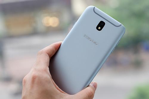 5-smartphone-co-mau-sac-an-tuong-1