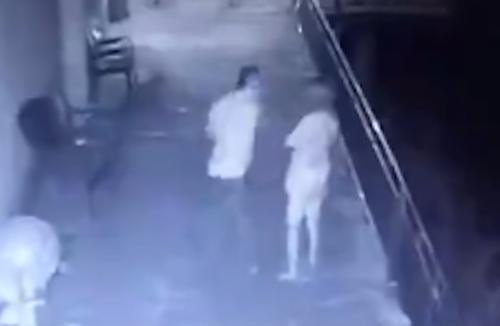 video-chong-nem-dien-thoai-va-vo-khoi-ban-cong-gay-chu-y-tuan-qua