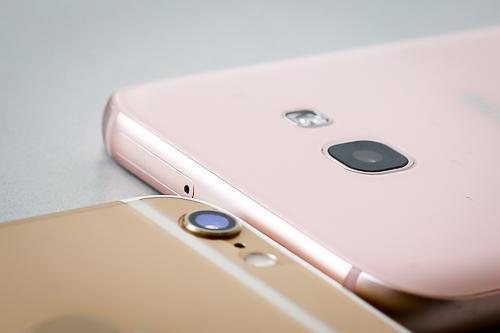 iPhone 6 32GB và Galaxy A5 liên tục giảm giá để cạnh tranh nhau.