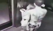 Video gã trai sàm sỡ hai cô gái tại thang máy gây chú ý tuần qua