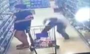 Video gã trai quỳ xuống nhìn lén dưới váy gây chú ý Internet tuần qua