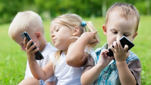 Độ tuổi trung bình của việc sử dụng smartphone lần đầu tiên hiện nay là 10,3 tuổi.