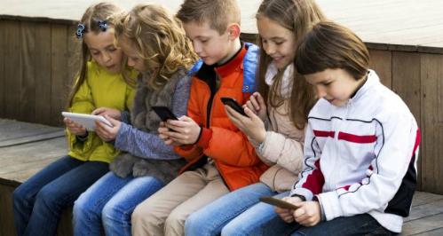 Có điện thoại thông minh, trẻ em sẽ không chơi cùng nhau nữa mà thay vào đó, chúng sẽ chơi với chiếc điện thoại.