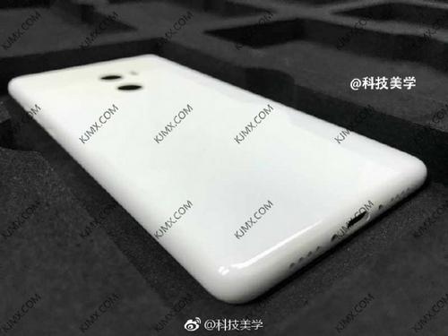 smartphone-khong-vien-cua-xiaomi-ra-mat-trung-ngay-voi-iphone-8