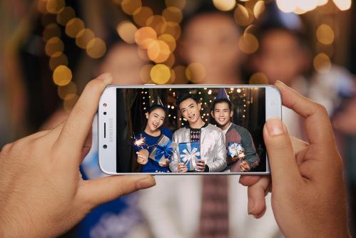 sao-viet-selfie-cung-galaxy-j7-pro