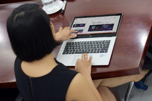 nhung-mau-laptop-xoay-360-do-danh-cho-doanh-nhan-2
