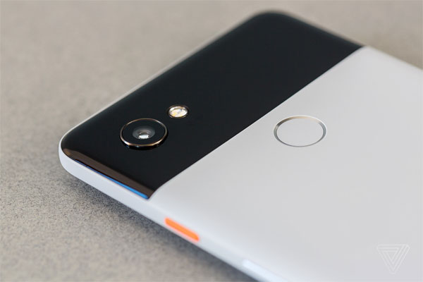 bo-doi-smartphone-pixel-2-cua-google-trinh-lang-1