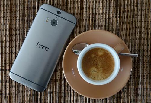 One M8 mở ra xu hướng dùng camera kép trên điện thoại. Ảnh: Digital Photography Review
