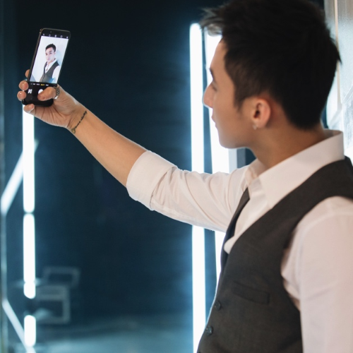 oppo-f5-smartphone-man-hinh-tran-vien-gia-tam-trung-1