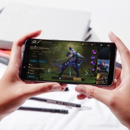 oppo-f5-smartphone-man-hinh-tran-vien-gia-tam-trung-2