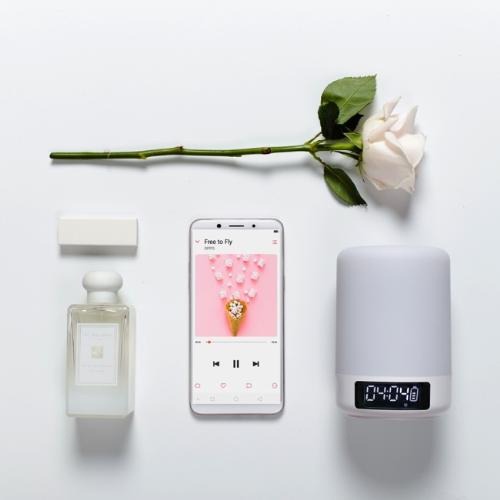 oppo-f5-smartphone-man-hinh-tran-vien-gia-tam-trung-4