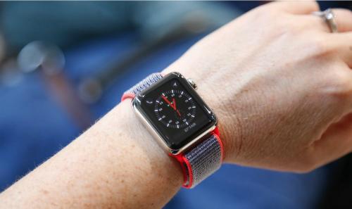 apple-watch-series-3-tu-tat-khi-duoc-hoi-ve-thoi-tiet