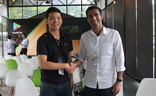 Tuấn Cường và Kunal Soni, trưởng bộ phận phát triển kinh doanh Google Play khu vực Đông Nam Á.