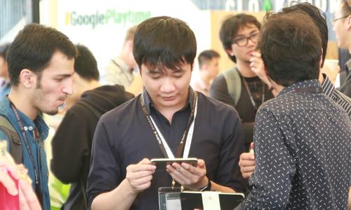 Nguyễn Hà Đông đang làm game có đồ họa giống Flappy Bird