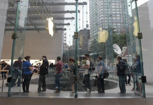 Lần đầu tiên các fan trung thành đã phải quay lưng lại với một mẫu iPhone.