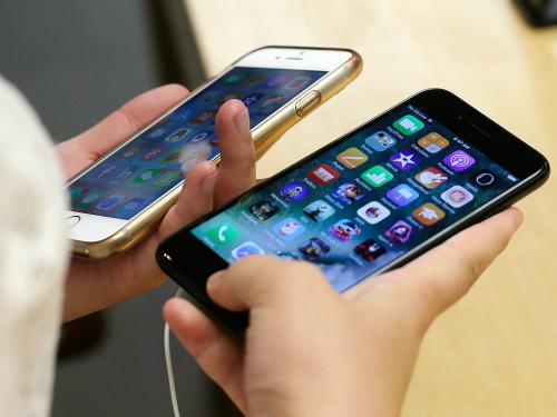 Apple cố tình giảm hiệu năng trên iPhone cũ dùng một thời gian để khiến máy không bị tụt pin, sụt nguồn.