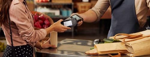 Không cần mang theo ví tiền cồng kềnh, người dùngcó thể thoải mái mua sắm trong mùa cuối năm với Samsung Pay.