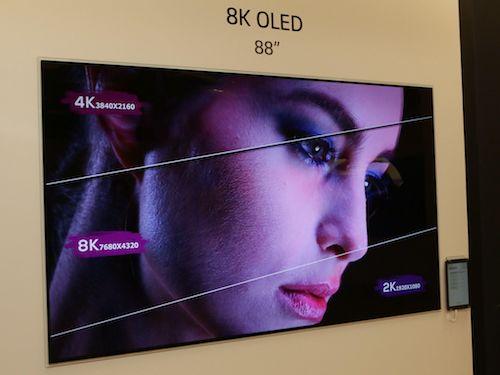 LG trình diễn 8K OLED TV 88 inch tại CES 2018.