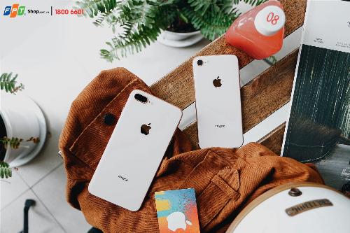 iPhone 8, 8 Plus và iPhone X mang vẻ đẹp mặt lưng bằng kính lần đầu tiên được Apple áp dụng.