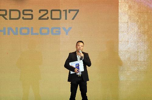 Đại diện hãng điện thoại Việt Mobiistar phát biểu tại Lễ trao giải Tech Awards 2017. Ảnh: Đức Đồng.