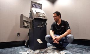 Hacker khiến ATM tự động nhả tiền