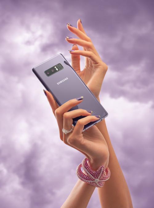 Galaxy Note8 phiên bản Tím Khói cógam màu vô cùng thời trang.