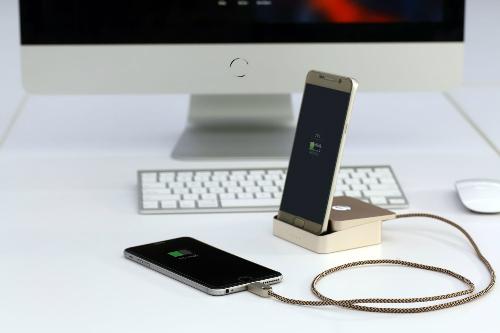 Sản phẩm có thể sạc cùng lúc nhiều thiết bị.