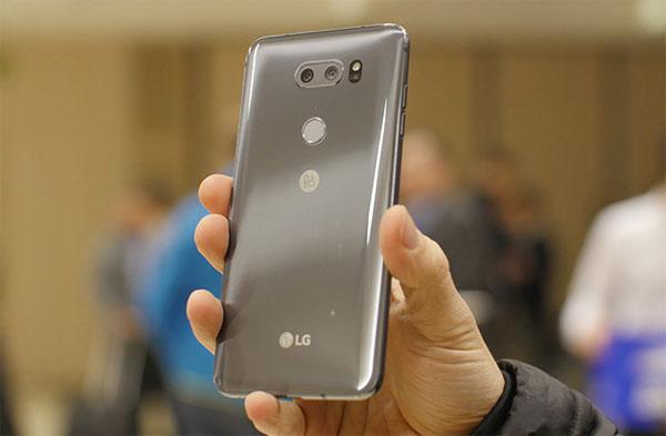 Hai smartphone LG giá hơn 1.000 USD