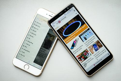 Cả hai đều có kích thước gọn gàng khi so với những smartphone Android và iPhone gần đây.