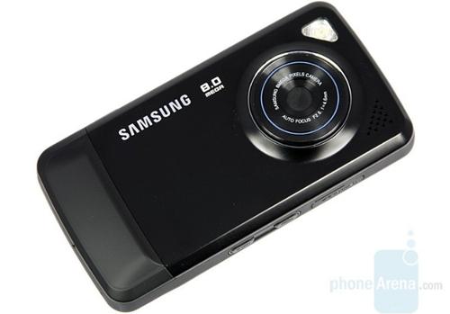 Samsung Pixon (2008)Samsung hiện là nhà sản xuất điện thoại số một thế giới và thành tích đó là sự tích lũy của rất nhiều nỗ lực trong nhiều năm. Samsung Pixon là một trong những điện thoại đầu tiên có camera 8 megapixel và được thiết kế nhưng một máy ảnh point-and-shoot.Một năm sau đó, hãng Hàn Quốc tiếp tục tung ra Pixon 12 - điện thoại đầu tiên có camera 12 chấm với ống kính f/2.6.