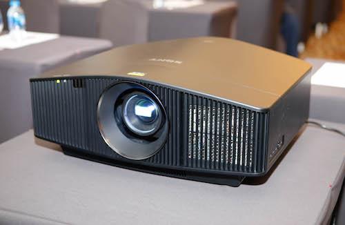 VPL-VW760ES với đèn chiếu laser cho thời gian sử dụng lên đến 20,000 giờ.