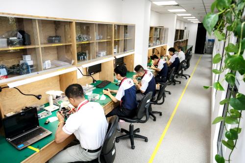 Đột nhập Trung tâm bảo hành triệu USD của Canon Việt Nam - 1