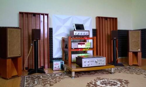 Dàn âm thanh của anh Tuyến với loa AR4x, ampli Lo-D HA-7700 và đầu CD Pioneer T06.