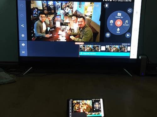 Nhà báo Gia Hiền đang sử dụng Galaxy Note8.