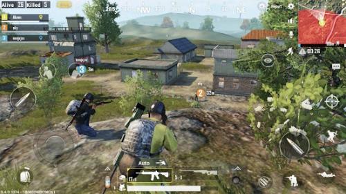 Game thủ có thể chơi một mình hoặc chiến đấu cùng đồng đội trong game.