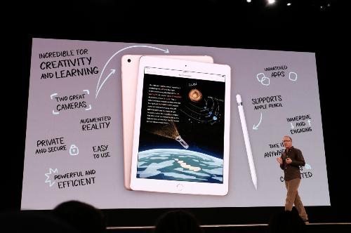 Tim Cook: Nói iPhone không sản xuất bởi Mỹ là không đúng - 1