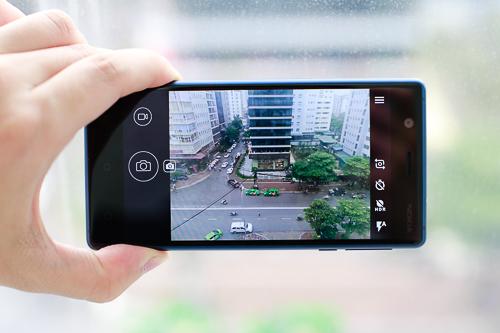 Camera trước và sau đều 8 megapixel, nhưng tính năng chụp ảnh còn hạn chế. Phần mềm và giao diện quen thuộc Nokia Camera (hay Lumia Camera) vẫn chưa được HMD Global đem trở lại smartphone Nokia Android.