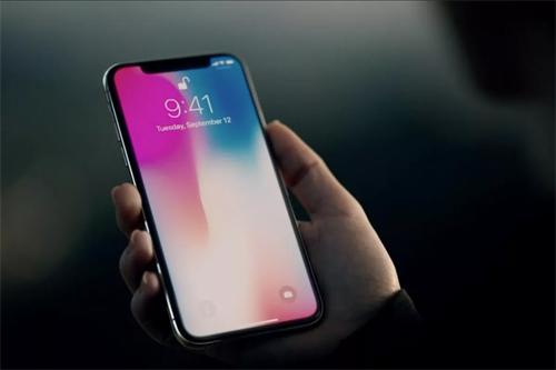Thông tin về iPhone chưa ra mắt luôn được giới truyền thông săn đón. Ảnh: Verge