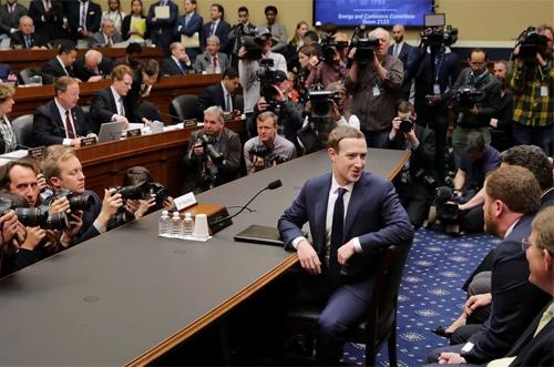 Facebook đang cố gắng giảm thiệt hại sau bê bối liên quan đến quyền riêng tư, bảo mật thông tin cá nhân.