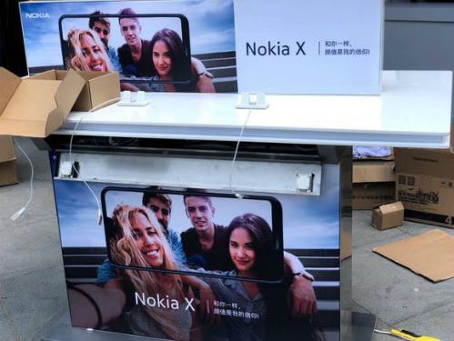 Nokia X màn hình 'tai thỏ' trình làng ngày 16/5