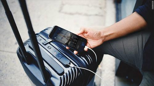 Các loại vali thông minh tích hợp tính năng hiện đại được rất nhiều người dùng quan tâm.