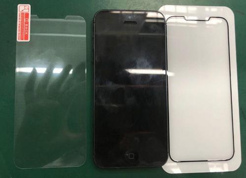Ảnh thực tế kính cường lực cho iPhone SE 2 khi so sánh với iPhone SE.