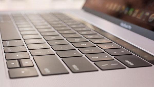 Apple bị kiện vì bàn phím bướm trên MacBook