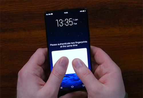 Cảm biến vân tay nhận hai ngón cùng lúc trên màn hình.
