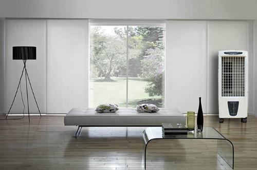 Phòng diện tích nhỏ, thoáng đãng thì dùng quạt phun sương, còn phòng to kín thì nên sử dụng quạt điều hòa.