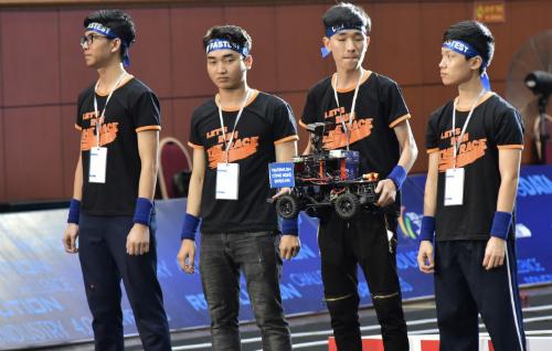 Đội UET Fastest tới từ Đại học Công nghệ Hà Nội.