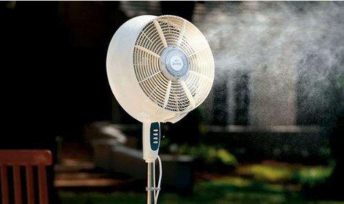 Quạt phun sương và quạt điều hòa có cùng nguyên lý làm mát bằng quá trình bay hơi của nước.
